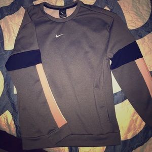 LIKE NEW NIKE SWEATSHIRT